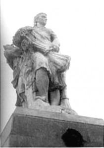 kolkhoz-square_statues1