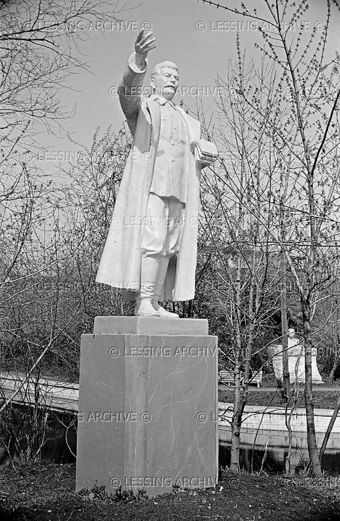statue-stalin-cpkio-1958_lessingimages_58053506