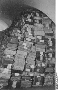 http://old-smolensk.ru/wp-content/uploads/2019/12/ru-wikipedia-org_Bundesarchiv-Smolenskbeschlagnahmtes-Archivmaterial_224x350.jpg